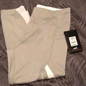 NWT Avia Capri Yoga pants